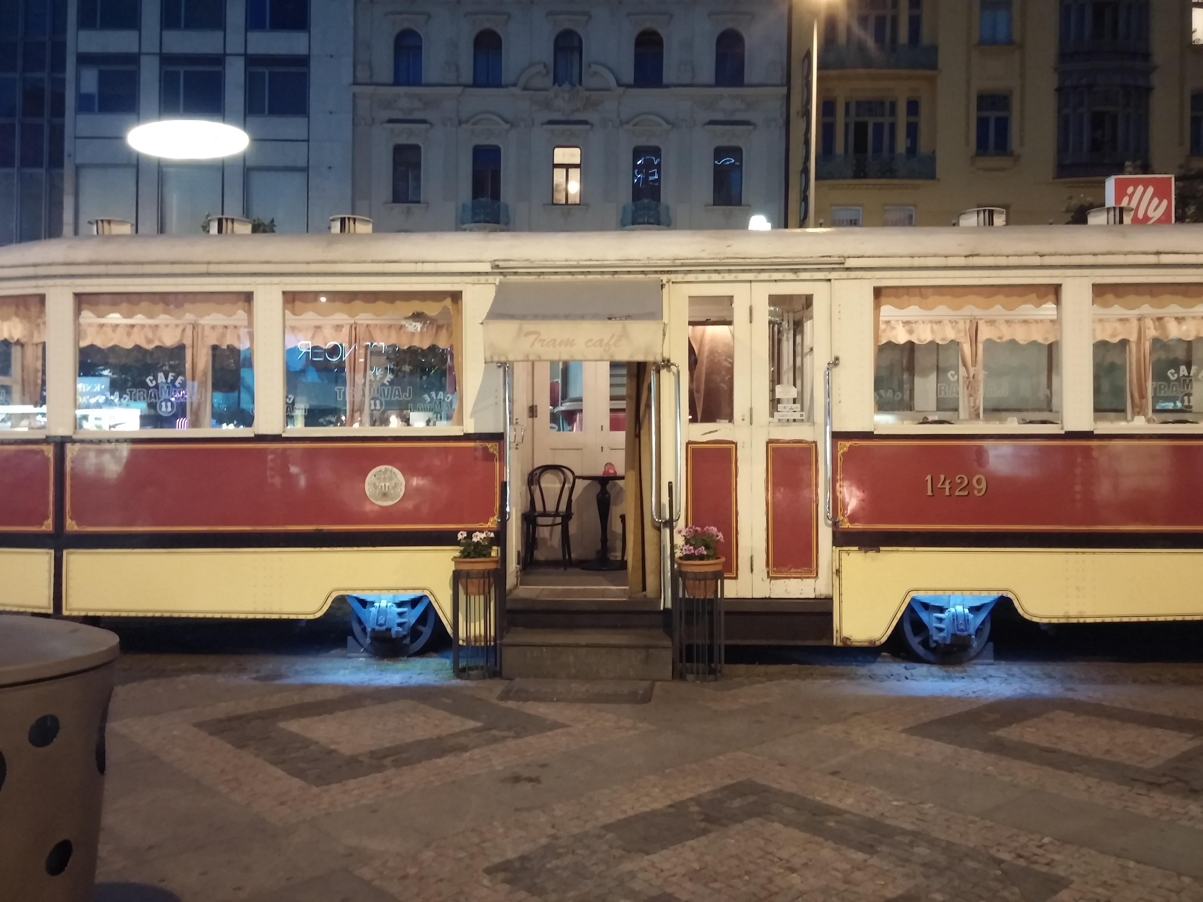 20170627_Piazza S Venceslao (3)